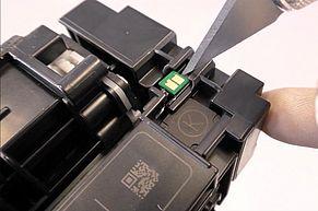 Den alten Chip entfernen und gegen einen neuen HP 410A HP 410X Toner Chip auswechseln