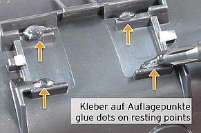 Klebepunkte auf seitlichen Auflagepunkten des TK-1160 Chips