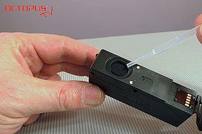 Befüllung der Canon Druckerpatrone über den Tintenauslass direkt in den Schwamm