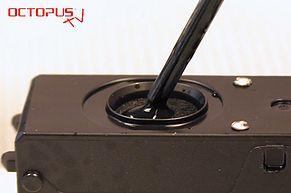 Tinte in den Tintenauslass der Canon PGI-570 einfuellen
