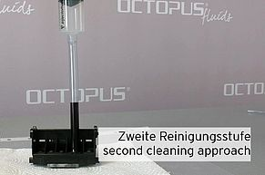 [Translate to Englisch:] Reinigung Canon Druckkopf mit Refillspritze